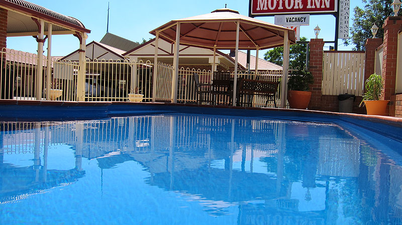 Motel facilities at dalby mid town motor inn dalby - University of queensland swimming pool ...