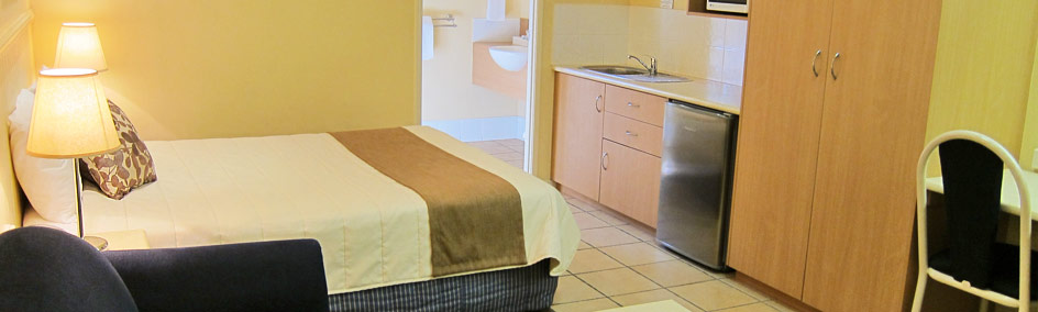 Queen & Single Kitchenette Suite at Dalby Mid Town Motor Inn